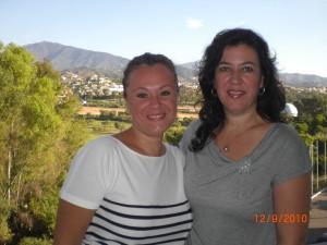 La autora con Ana Ríos, ilustradora y amiga.