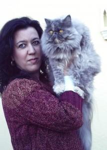 Macarena con Nubia, su amada gata persa.